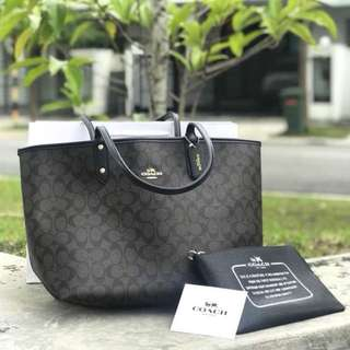 Coach Reversible city tote RM530 including wrislet,dustbag & paperbag coach