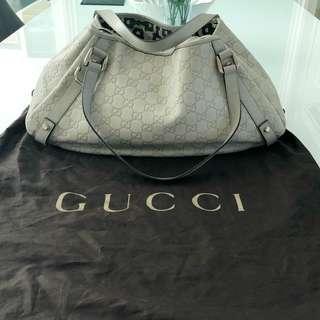 Gucci Tote Bag - Gucci white guccissima leather medium abbey tote bag
