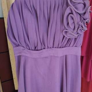 Gaun ungu bunga