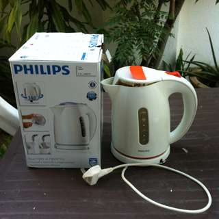 Philips 1.5 litre Kettle. Fast and easy boiling. In good working condition.