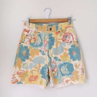 Vintage floral high-waisted shorts - raw hem - size XS 6