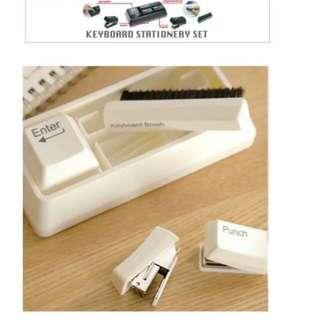 $136 keyboard brush 鍵盤制 文具套裝 釘書機 釘孔機 刷 萬字夾 stapler punch clip dispenser