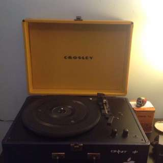 Crosley Electronics Keepsake USB 3 Speed Turntable Colour: Yellow & Blue. + 25 records