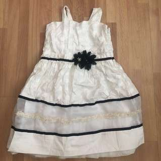 Pretty White dress (6 to 8 years old)