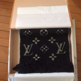Brand new LV scarf 經典長頸巾