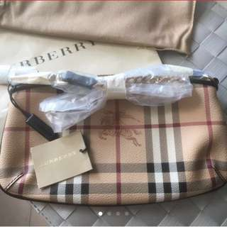 Burberry 復古明牌小手袋 bought from England 英國  made in the republic of Moldova