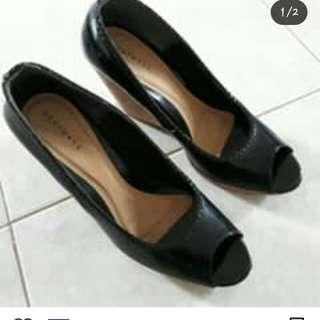 Dijual sepatu wedges