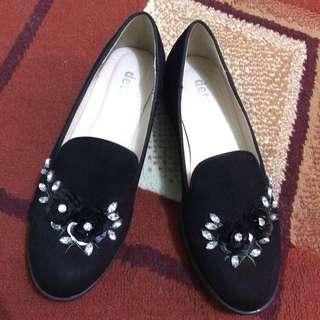 Sepatu Merk DETAILS