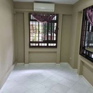 2 mins walk to jurong point.  F/f , AC, WIFI, $700 NET ALL INCLUSIVE