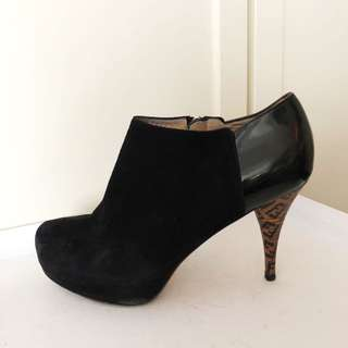 Fendi black suede ankle boot 37.5
