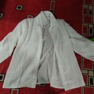 Kemeja basic putih