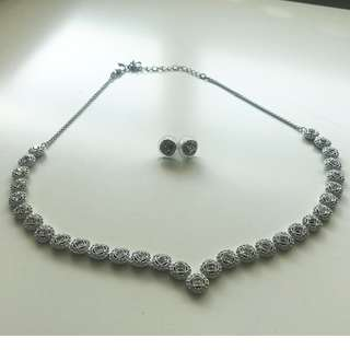 【Swarovski】Angelic Square 鍍白金色頸鏈連穿孔耳環套裝 水晶