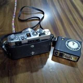 YASHICA Electro 35 ( Year 1960 Vintage Camera with Flashlight )