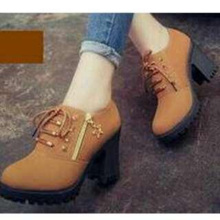 Sepatu heels boots