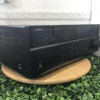 9成新 Yamaha RX-V473 輸出聲道:5.1, 輸出功率:115W x 5, HDMI輸入:4組, HDMI輸出:1組,無線下載app控制apple或android手機播放音樂,及調教各種多聲道音效,樂趣無窮