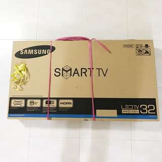 "Samsung Smart TV 32"" HD Flat Smart TV J4303 Series 4"