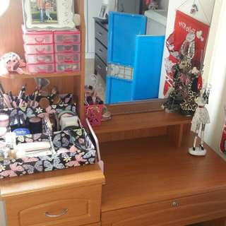 make up table with chair
