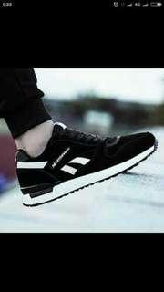Sepatu sneakers wanita tata 1