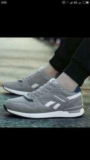 Sepatu sneakers tata grey