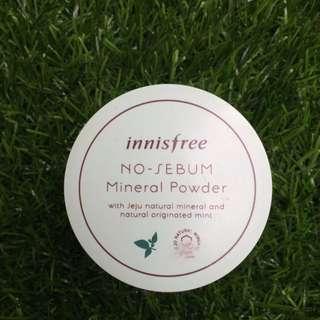 Bedak tabur innisfree mineral powder