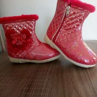 boots merah