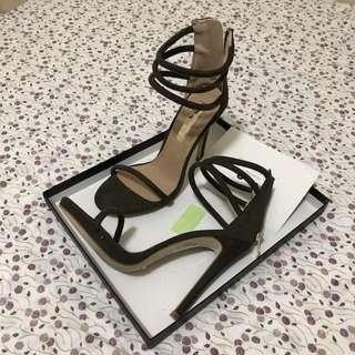 Billini Delphi khaki heels size 6