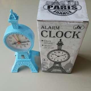 Jam meja alaram baru