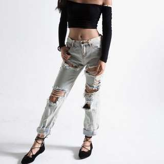 AS PICTURED IN BANNER!! BNWT ONE TEASPOON ripped jeans light wash bleached thrashed mom jeans