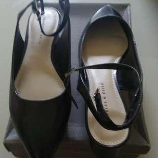 sepatu charles ukuran 39.blom oernh pakai.hrga nego