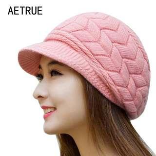 Topi Rajut Bulu Pink Muda