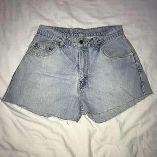 Size 8 Vintage Levi Shorts