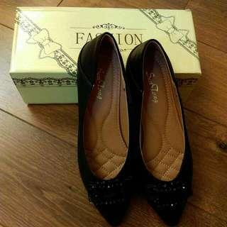 🚚 👉全新-黑色皮革包鞋