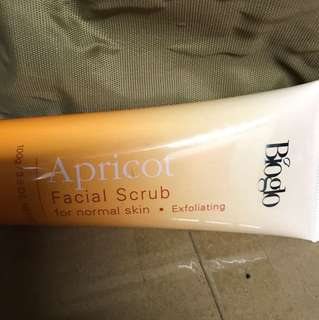 Facial Scrub / apricot / normal skin