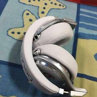 BeatsPro Headphone (white)