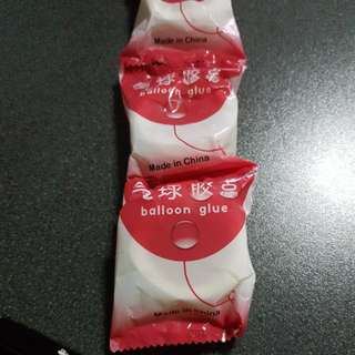 Balloon glue dot