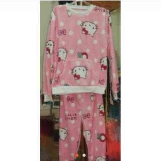 《現貨便宜賣》冬季居家保暖必備 凱蒂貓kitty卡通款保暖珊瑚絨長袖睡衣套裝/居家服/法蘭絨