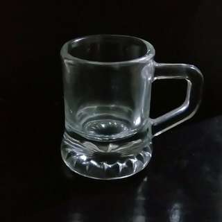 Shot glass with handle