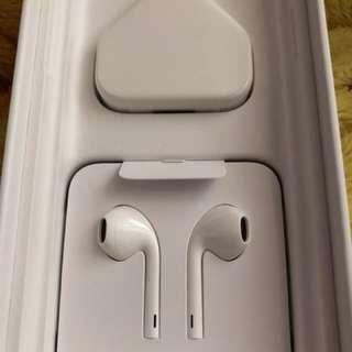 賣原裝火牛+Lightning插頭耳機