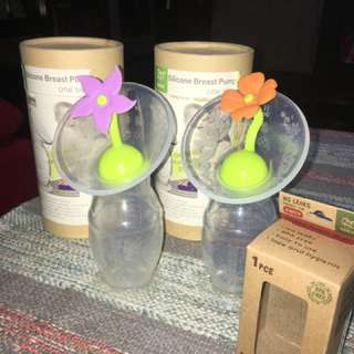 2 Haakaa Silicone Breast Pump & 2 Silicone flower stopper