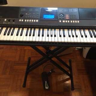 Yamaha Keyboard E423