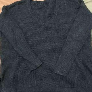 🚚 深藍開叉口袋毛衣