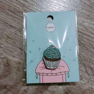 Cupcake enamel pin