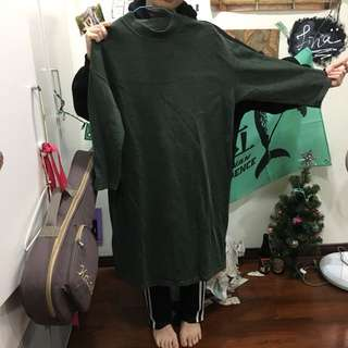 深綠七分袖長版上衣