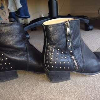 Tony Bianco 39 leather boots