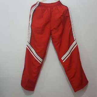 Celana Training warna merah list putih