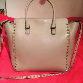 Valentino Handbag Authentic  95% New Serius Buyer Only