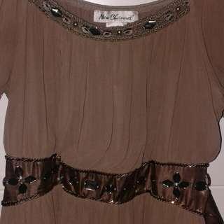 Jual Dress warna agak coklat2 gitu. Bagus ada manik2nya