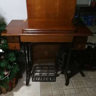 Antique Singer Facilita Sewing Machine with 4 Drawers