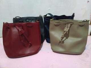 Drawsting sling bag