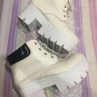 🚚 白靴👢